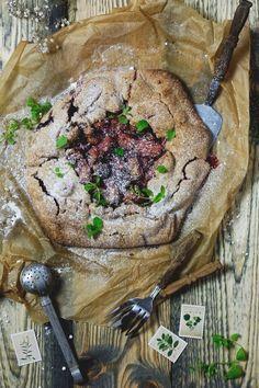 Rustykalna tarta z rabarbarem bezglutenowa i wegańska Rustic tart with rhubarb - gluten-free vegan