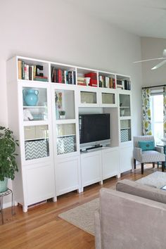 idea for storage - besta with glass doors an shelves on top Living Room Storage, Home Living Room, Apartment Living, Billy Ikea, Tv Unit Furniture, Ikea Home, Built Ins, Family Room, House Design