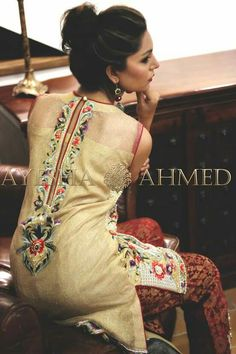 These 30 Pakistani Lawn suits will change all your perceptions about suits and Kurtis. Loaded with fresh designs and color, these Lawn suits Pakistani Lawn Suits, Pakistani Dress Design, Pakistani Outfits, Indian Outfits, Kurti Neck Designs, Kurta Designs Women, Blouse Designs, Desi Clothes, Embroidery Suits
