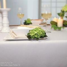 Wem ein weißes Tafeltuch zu steril ist, der greift am besten zu ecru. Die Tischdecke GALA mit Fleckschutz macht ihre Tisch zur Tafel.