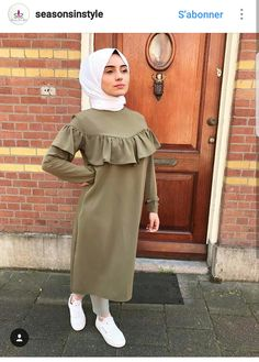 Hijab Fashion Summer, Modern Hijab Fashion, Batik Fashion, Abaya Fashion, Muslim Fashion, Fashion Pants, Fashion Dresses, Women's Fashion, Hijab Style Dress
