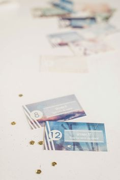 Donner à chaque invité un carton avec les numéros de groupes auxquels il appartient
