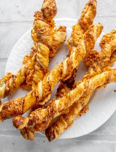 These smoky cheddar twists are made with only 4 ingredients! Super simple, made with puff pastry and sharp cheddar. Such a great quick snack! howsweeteats.com Side Dish Recipes, Side Dishes, Twisted Recipes, Night Snacks, Quick Snacks, 4 Ingredients, Cheddar, Appetizers, Ethnic Recipes