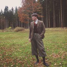 Herbst.  #vintaschlajfstajl #vintagemenswear #vintage #menswear #mensstyle #autumnwear #autumnfashion #tweed #tweedsuit #tweedjacket #breeks #plusfours #vintaschlajfstajl