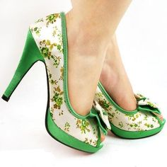 by terri - Schöne Schuhe - Colorful Heels Dream Shoes, Cute Shoes, Me Too Shoes, Pretty Shoes, Green Heels, Pumps, Vintage Shoes, Beautiful Shoes, Carlos Santana