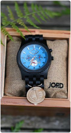 The new automatic series from JORD. Sawyer in Ebony & Ultramarine is a present w Stylish Watches, Cool Watches, Watches For Men, Men's Watches, Luxury Watches, Just In Case, Just For You, Jewelry Accessories, Fashion Accessories