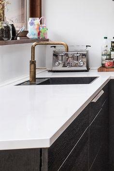 """Quooker kogende vandhane i model """"Fusion Square"""" bruneret messing. Forhandles af AUBO Køkken & Bad. #blandingsbatteri"""