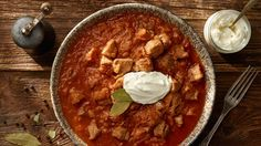 Segedínsky guláš Czech Recipes, New Recipes, Snack Recipes, Snacks, Ethnic Recipes, Goulash Recipes, Pork Meat, Lidl, Chana Masala