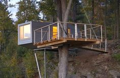 Baumraum's Cliff Treehouse in New York. Perched on a Maple tree this great designed house's providing amazing elevated view of the Hudson River. Read more at jebiga.com