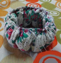 DIY Cute Little Storage Basket with Old CDs 6 & 8 best cd images on Pinterest | Old cds Storage baskets and Craft