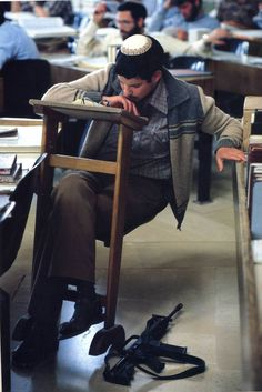 James Nachtwey War Photo Journalism Horror Color Soldier POW Violence…