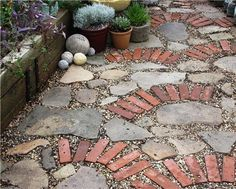 SBG loves how this gardener used just a few old bricks to make a pattern with concrete fragments and rubble.  Always, always about the design!