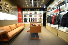 Umdasch_Shopfitting_Ferrari_DSC2102.jpg