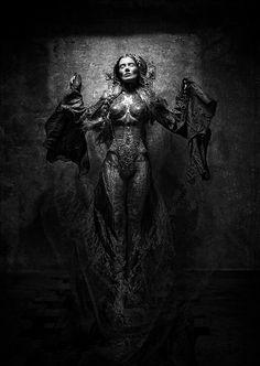 Strangely compelling, Costume design- Katarzyna Konieczka