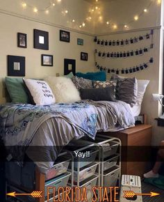 How to Decorate a College Dorm Room with Wall Art College Bedroom Decor, College Dorm Decorations, College Dorm Rooms, Cute Dorm Rooms, Nice Rooms, Small Rooms, Dorm Room Designs, Dream Rooms, My New Room