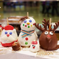 How cute are these @RMCFSQ1 #candyApples and truffle bombs? And yes, that snowman is a double decker! Great host/ess gifts and definite kid pleasers.  #christmasTreats #christmasShopping #holidayShopping #holidayGifts #christmasShopping #christmasGifts #giftideas #ChristmasPresents #CandyApples #CaramelApples #festiveTreats #SQ1