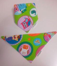 Babero quita babas o bandana Buhos. Visita nuestra tienda online para ver más baberos molones: http://dulcegateo.esy.es