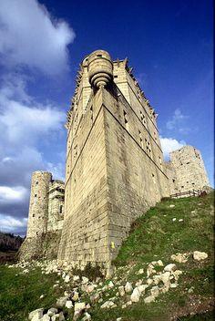 Château de Portes, surnommé le vaisseau des Cévennes. Il faut remercier les équipes de bénévoles qui, depuis des années travaillent pour sa conservation.