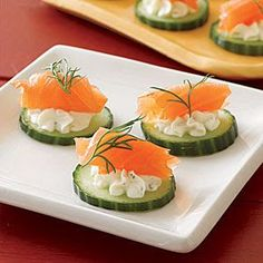 smoked salmon canapes Ingredients * 1 seedless cucumber or 4 Kirby cucumbers * 1 oz. Party Snacks, Appetizers For Party, Appetizer Recipes, Canapes Recipes, Comidas Light, Healthy Snacks, Healthy Recipes, Appetisers, Food Presentation