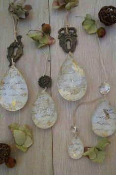 Gocce di cristallo decorate... Elicreashabby http://elicreashabby.blogspot.it/2017/02/love-vintage.html