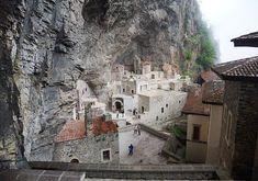 #Sumela #Monastery #Trabzon #turkey #sümela #manastır #maçka Stuff To Do, Things To Do, What To Do Today, Alpine Meadow, By Plane, Holiday Places, Black Sea, Outdoor Activities, Trekking