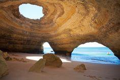 Albufeira est le point de départ idéal pour aller découvrir les célèbres grottes marines de l'Algarve, dont la plus célèbre est celle de Benagil.  On y accède soit en bateau soit à la nage depuis la plage de Benagil (attention, seulement par mer calme!). La vue est de toute beauté : la mer a creusé un immense dôme dans la falaise, créant ainsi une plage intérieure… Un trou au sommet du dôme naturel y fait rentrer une lumière un peu irréelle.