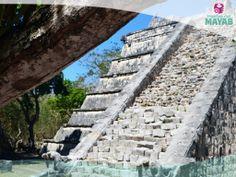 La tumba del gran sacerdote en la ciudad Maya de Chichén Itzá, Yucatán