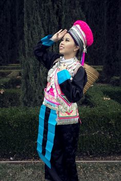 Hmong Outfit Series :: White Hmong Sayaboury Costume Ethnique, Thai Fashion, Historical Costume, Modern Outfits, Traditional Outfits, Clothing Patterns, Diy Clothes, Beautiful Dresses, Costumes
