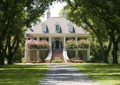 This is where I want to retire. Large tree lined front yard.....I am in love!!!!