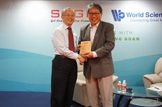 Plaque presentation to Mr Lim Siong Guan