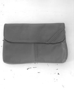 """Typical 80's clutch, 10.5 x7"""" vintage. CLUTCH. purse. LEATHER. charcoal. by poppyfrockvintage"""