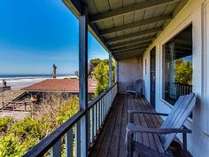 VRBO.com #609111 - Pet-Friendly Beach Cottage W/Pacific Views & Cozy Features! $99 in Oct