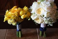 I like the combo of the yellow and white bouquets!