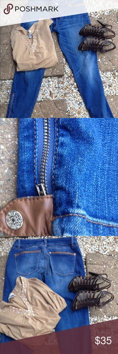WHBM Skimmer Jeans Darling Skimmer Jeans by WHITE HOUSE BLACK MARKET.  Pockets and snap trimmed with leather. Gold zipper at ankle and gold buttons as shown in pictures. Great condition and fit👖 White House Black Market Jeans Straight Leg