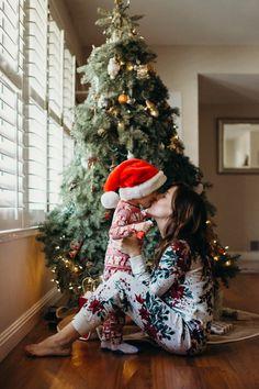 Christmas morning in photos — ashlee gadd Xmas Photos, Family Christmas Pictures, Holiday Pictures, Family Photos, Christmas Family Photography, Christmas Photoshoot Ideas, Christmas Minis, Babies First Christmas, Christmas Baby