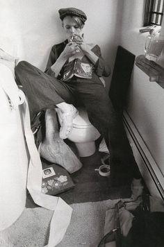 デヴィッド・ボウイのレア写真55枚を、さまざまなヴィンテージ写真を紹介しているサイトVintage Everydayが特集紹介。「あなたが今まで見たことがないかもしれない1960年代から80年代にかけて撮影された写真」を特集