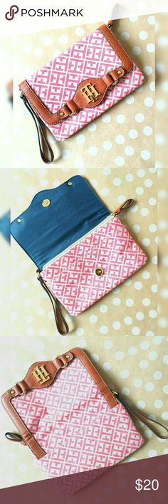 Tommy Hilfiger Wristlet This adorable Tommy Hilfiger wristlet is pink and tan with gold accents. The interior has an open pocket and a zipper pocket. Magnetic close. I've only used this a few times and gotten compliments every time! Tommy Hilfiger Bags Clutches & Wristlets
