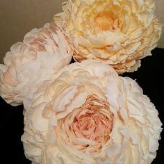 Большие цветы| Мастер Букета |Декор |Обучение Paper Art, Paper Crafts, Rose Wall, Giant Flowers, Crepe Paper Flowers, Flower Making, Peonies, Photo Wall, Plants