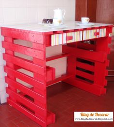 DIY pallet table/desk tutorial. Could be a good work bench too