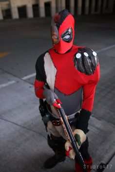 Evil Deadpool cosplay! Someone finally did it! Now that is a rare cosplay! - 15 Deadpool Cosplays