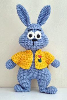 СХЕМА амигуруми и видео мастер-класс по вязанию зайчика крючком #амигуруми #вязаныеигрушки #вязаныйзаяц #amigurumipattern #amigurumi #crochetbunny #amigurumibunny #crochetpattern #amigurumitoy #freeamigurumipatterns Crochet, Boss, Ganchillo, Crocheting, Knits, Chrochet, Quilts