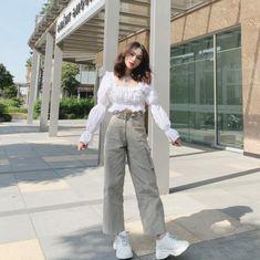 "Trần Nhã Ca 💟 on Instagram: ""@chu.wardrobe @chu.wardrobe @chu.wardrobe 😻"" Girl Fashion, Fashion Outfits, White Casual, Korean Girl, Ulzzang, Korean Fashion, Cute, Pants, Girl Style"