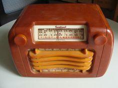 Vintage Bakelite Sentinel Radio
