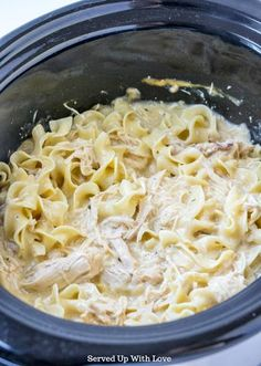 Crock Pot Chicken and Noodles recipe from Served Up With Love - slowcooker Recetas Crock Pot, Crock Pot Food, Crockpot Dishes, Crock Pot Slow Cooker, Slow Cooker Recipes, Cooking Recipes, Healthy Recipes, Crock Pot Pasta, Healthy Crock Pots