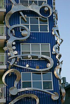 windows http://www.danheller.com/images/UnitedStates/Washington/Seattle/Fremont/modern-bldg-architecture-14-big.jpg  (5/20/2013)