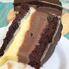 Chocolate Cake anyone? Tag your friends. By Chocolate Chip Cookies Desserts Covered Easy Smoothie Recipes, Easy Smoothies, Sweet Recipes, Cake Recipes, Snack Recipes, Coconut Recipes, Pumpkin Spice Cupcakes, Fall Desserts, Ice Cream Recipes