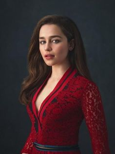 Emilia Clarke becomes one of the hottest American television actress after she appeared in the famous series of Game of Thrones. She has won many awards for her role Daenerys Targaryen in GOT. And now Emilia Clarke Beautiful Celebrities, Beautiful Actresses, Most Beautiful Women, Beautiful People, Beautiful Curves, Emilia Clarke Sexy, Emelia Clarke, Actrices Hollywood, English Actresses