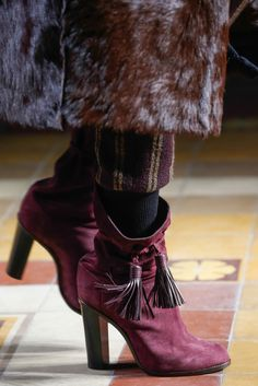 See detail photos for Lanvin Fall 2015 Ready-to-Wear collection.