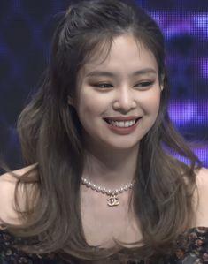Blackpink Jennie, Kpop Girl Groups, Kpop Girls, Kpop Couples, Kim Jisoo, Blackpink Photos, Blackpink Fashion, Swagg, Girl Crushes