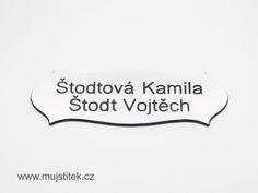 Plastová cedulka na dveře se jmény. www.mujstitek.cz